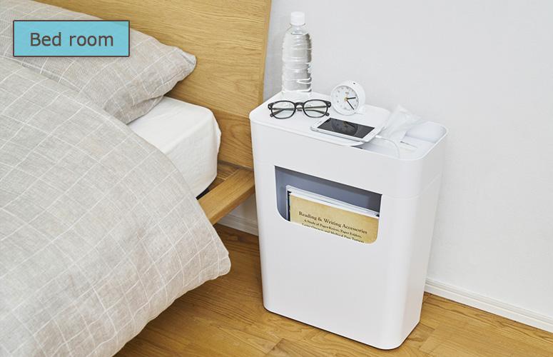 ベッド脇では、近くに置きたいスマートフォンや時計、メガネを置くのにも便利